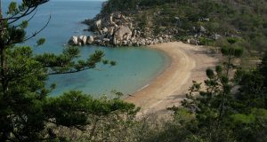 A photo of Arthur Bay, Magnetic Island by Alex Derr.