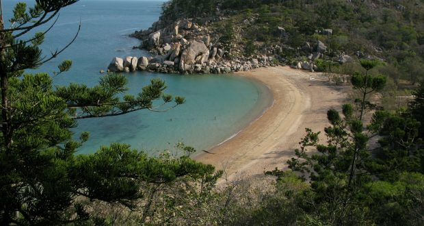A photo of Arthur Bay, Magnetic Island by Alex Derr.